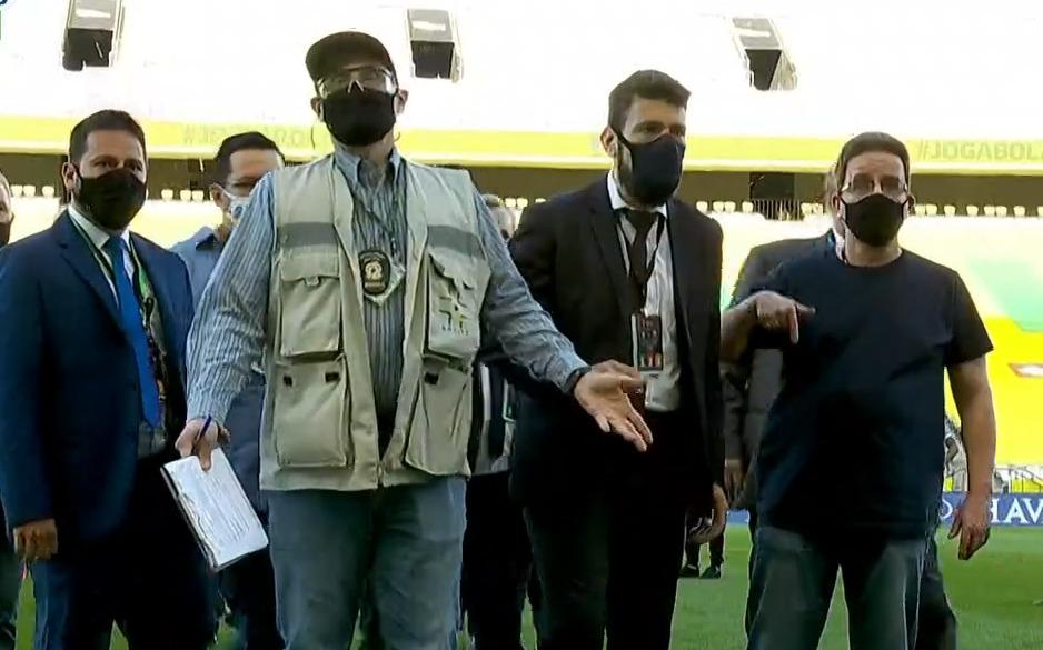 Agente da Anvisa invade Neo Química Arena aos cinco minutos do primeiro tempo. Foto: Reprodução/Jogada10.com.br